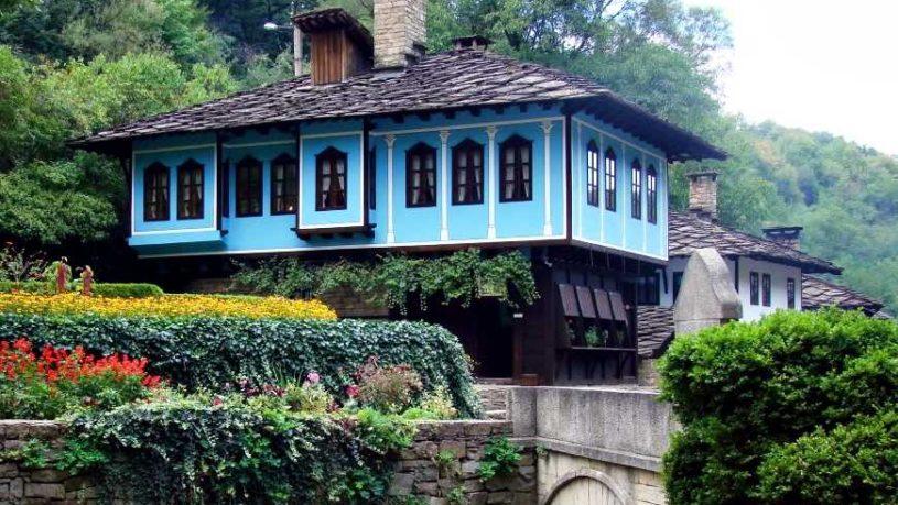 Mestesuguri traditionale bulgare, trecut si prezent la Veliko Tarnovo si Etar