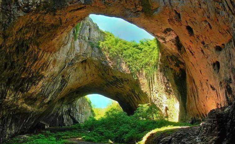 O zi in Bulgaria pe un traseu de vis Cascadele Krushuna si Pestera Devetashka