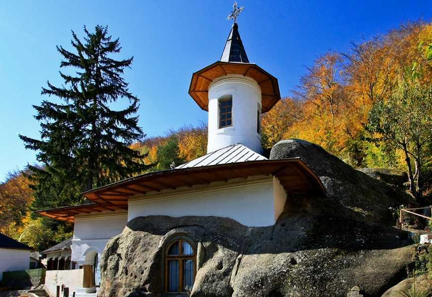Excursie o zi manastiri rupestre 04 noiembrie 2018 PREȚ: 90 de lei/persoană