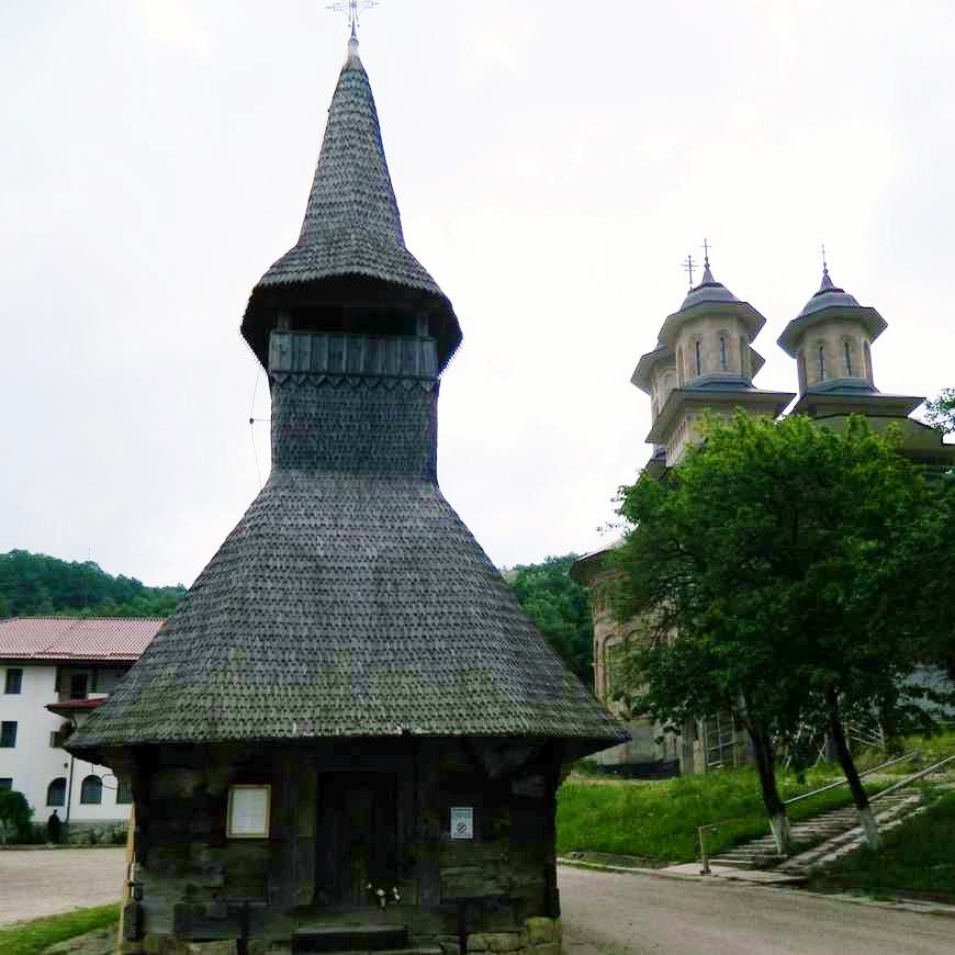 excursie manastirile rameti nicula