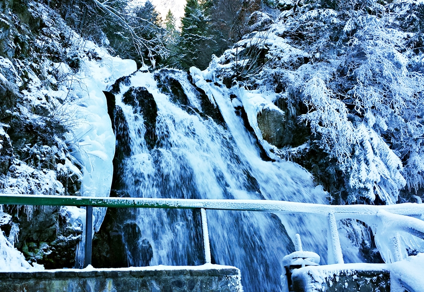 Excursie Cascada Urlatoarea