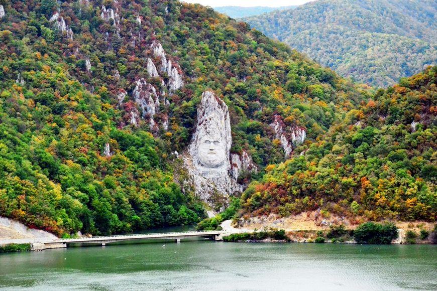Excursie Cazanele-Dunarii si satele-din-muntii-Cernei
