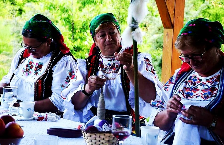 Traditii Tara Lapusului si Valea Barcaului